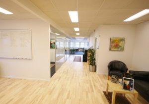 Kontorplads, Kontorfællesskab eller egne kontorer i 2730 Herlev fra 1.995,- m. hæve/sænke skrivebord og alle facilititeter