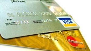Bankernes størrelse og bankoprettelse med kreditkort i Danmark og udlandet
